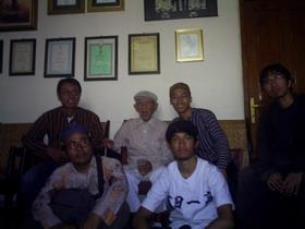 05-berkunjung-di-rumah-bapak-gesang
